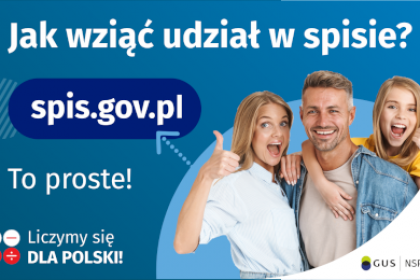 Na górze grafiki jest napis: Jak wziąć udział w spisie? Po lewej stronie grafiki jest napis: spis.gov.pl, poniżej: To proste! Po prawej stronie widać kobietę, mężczyznę i dziecko, którzy entuzjastycznie uśmiechają się i trzymają kciuki w górze. W lewym dolnym rogu grafiki są cztery małe koła ze znakami dodawania, odejmowania, mnożenia i dzielenia, obok nich napis: Liczymy się dla Polski! W prawym dolnym rogu jest logotyp spisu: dwa nachodzące na siebie pionowo koła, GUS, pionowa kreska, NSP 2021.